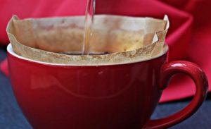 Kaffeefilter in Tasse