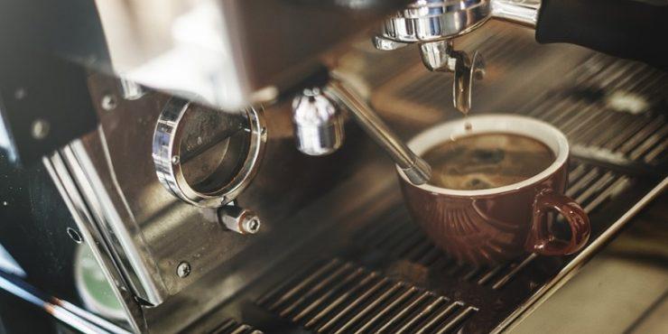 Hocherwrige Kaffeemaschinen reparieren