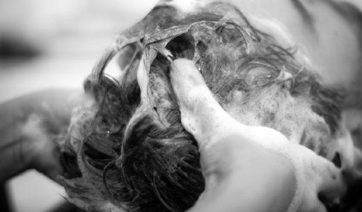 Koffein im Einsatz bei Haarpflege