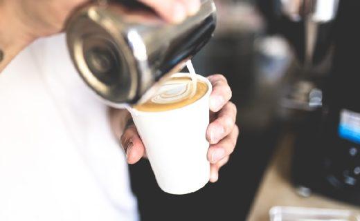 Kunst mit Kaffeemilch