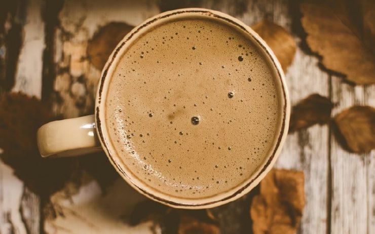 herbstliche Tasse Kaffee